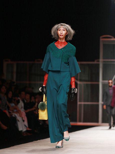 Hoa Hau Ngoc Han 'tha rong' vong 1, lam vedette show Xuan Le - Anh 9