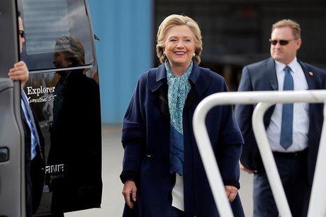 Clinton, Trump 'giang co' tai cac bang chien truong - Anh 2