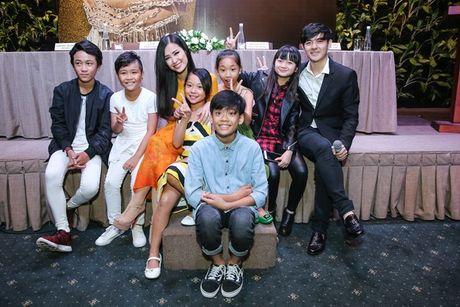 Biet doi The Voice Kids gui loi chuc may man den Ha Lan cho Dong Nhi - Anh 5