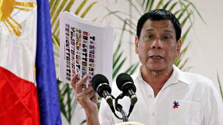 Tong thong Duterte cung ran voi ma tuy, mem mong voi phien quan - Anh 1