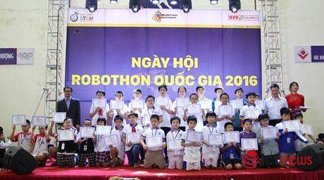 65 doi hoc sinh dua tai lap rap, lap trinh robot trong Ngay hoi Robothon mien Bac - Anh 4