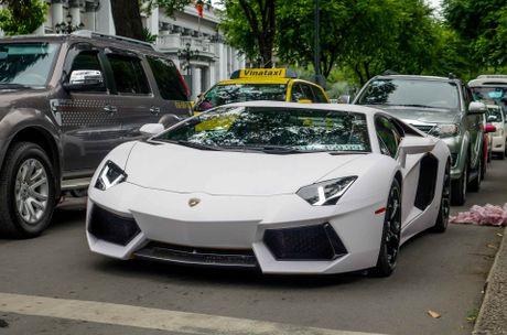Lamborghini Aventador dau tien Viet Nam doi mau - Anh 1