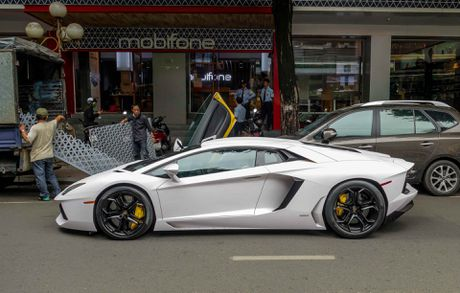 Lamborghini Aventador dau tien Viet Nam doi mau - Anh 8