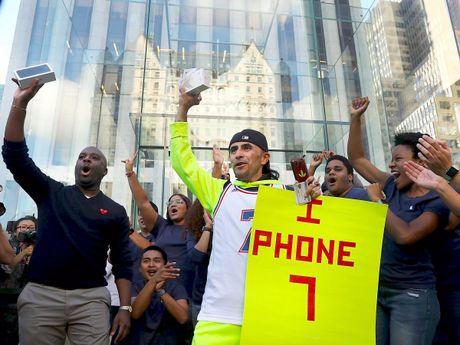 Apple chiem tron loi nhuan nganh cong nghiep smartphone - Anh 1