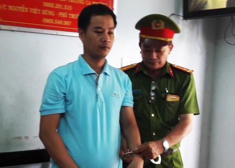 Cong an Da Nang bat giam 3 can bo ngan hang - Anh 1