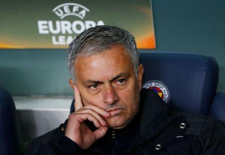 Ngoai hang Anh vong 11: Mourinho, tri khon cua ong dau? - Anh 1