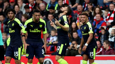 Arsenal: Sau thang hoa la… giong bao - Anh 1