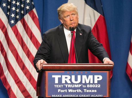 Ong Trump keu goi cu tri quay lung voi ba Clinton - Anh 1