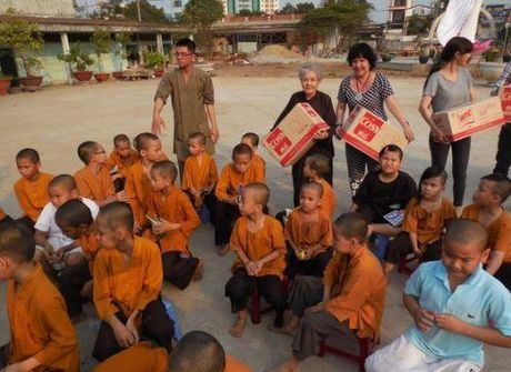 Tiec nho NSUT Ut Bach Lan: Hoa Lan Trang da vang nu cuoi hien - Anh 4