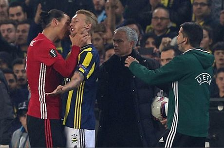 The thao 24h: Ibrahimovic thoat an phat tu UEFA sau vu bop co - Anh 1