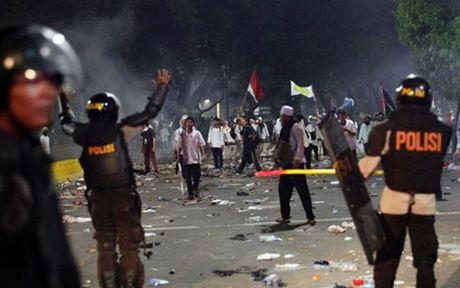 Bieu tinh bung phat thanh bao luc tai Jakarta, Indonesia - Anh 1