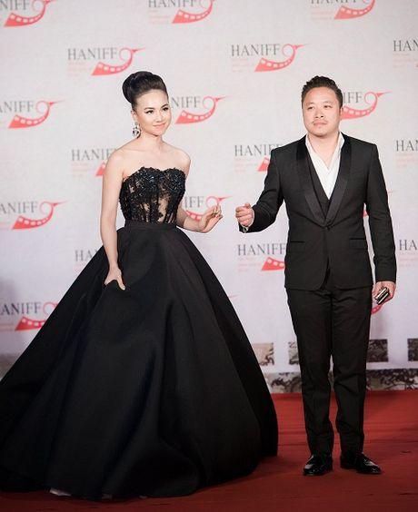 Hoa hau My Linh tuoi roi khi Mr Dam, Isaac 'om eo' - Anh 10