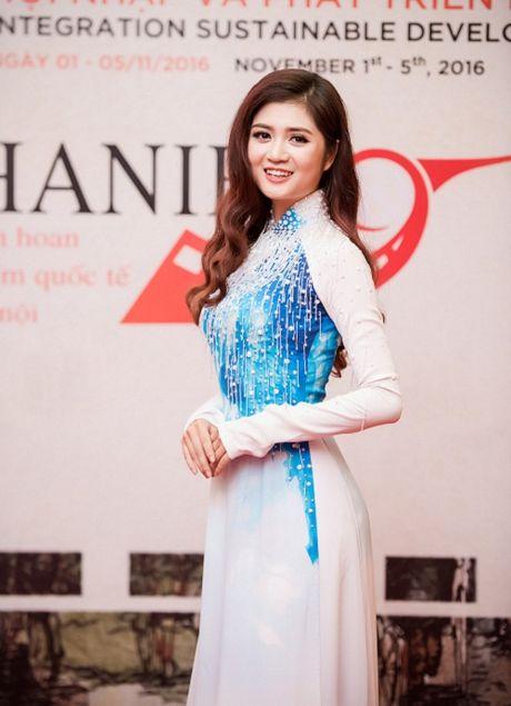 Hoa hau My Linh tuoi roi khi Mr Dam, Isaac 'om eo' - Anh 7