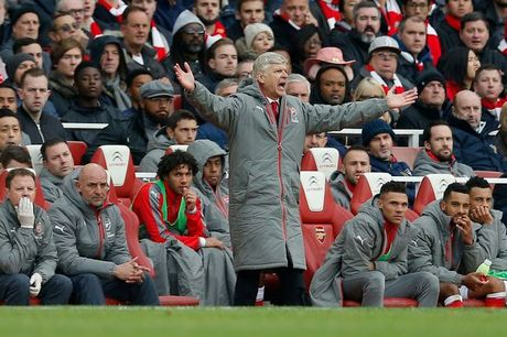 Arsenal mat diem, Wenger chi trich trong tai - Anh 1