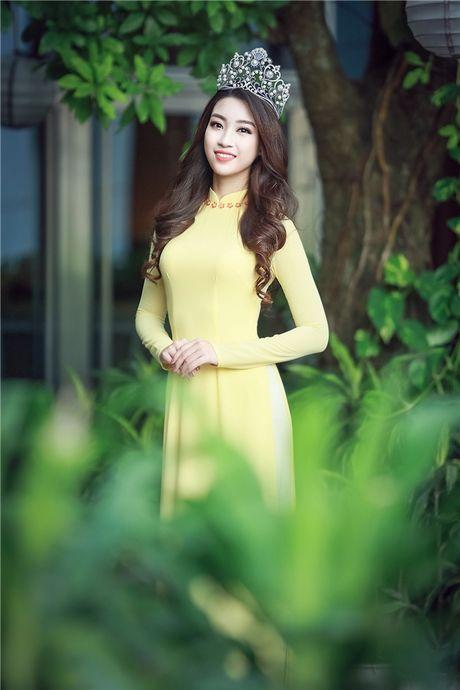 Cham diem nhung lan hoa hau Do My Linh mac ao dai - Anh 2