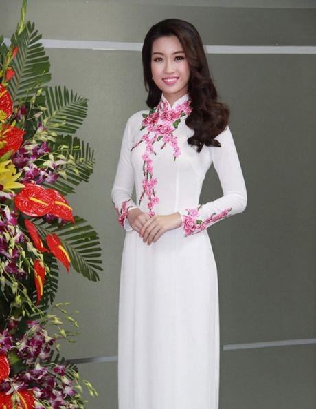 Cham diem nhung lan hoa hau Do My Linh mac ao dai - Anh 4