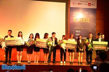 DH Ngoai Thuong gianh giai nhat Hung bien Reverse 'Giang duong minh bach' 2016 - Anh 2