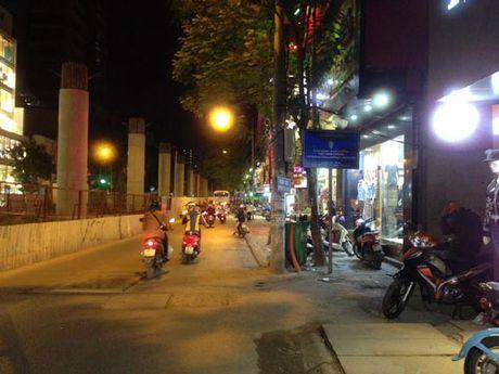 Thi truong quan ao dong: Hang cao cap am dam, do binh dan hut khach - Anh 3
