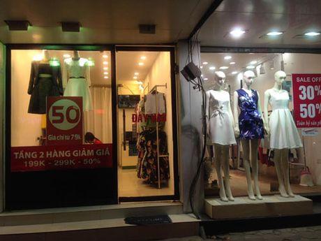Thi truong quan ao dong: Hang cao cap am dam, do binh dan hut khach - Anh 5