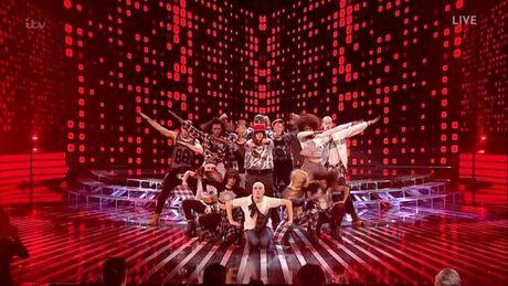 The X-Factor: Sau chi trich cua Lily Allen, rapper noi loan van duoc ngoi khen het loi - Anh 2