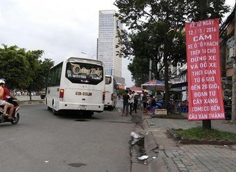 Tu 12/11, cam xe khach dung, do tren duong Dien Bien Phu (TP.HCM) - Anh 1