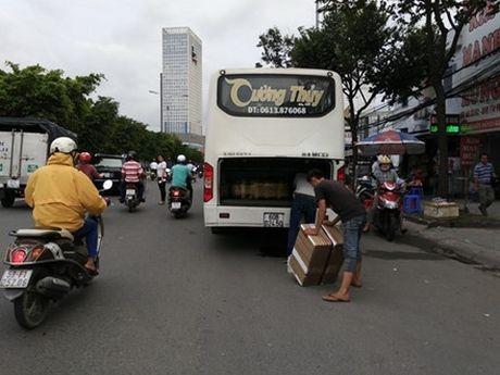 Tu 12/11, cam xe khach dung, do tren duong Dien Bien Phu (TP.HCM) - Anh 2