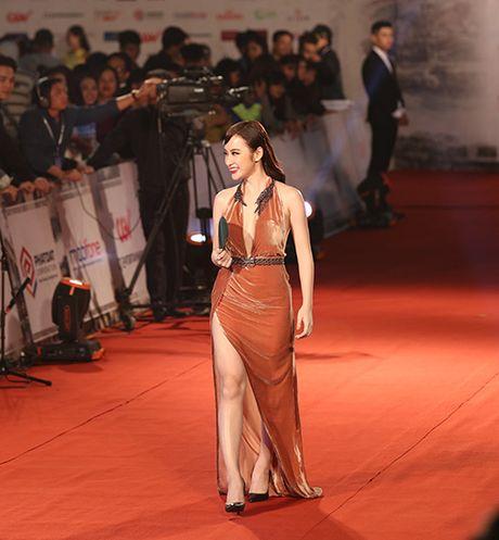 Nhung lan gay on ao khi di tham do cua Angela Phuong Trinh - Anh 1
