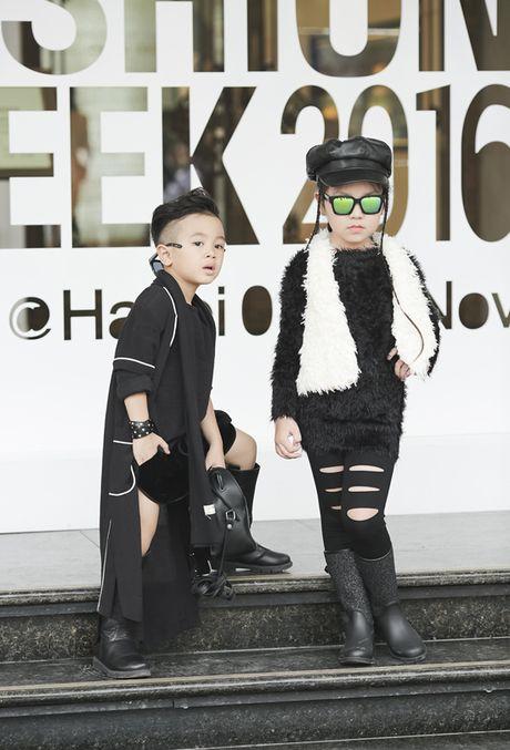 Hot girl nhi so 1 Ha thanh khoe street style chat lu - Anh 11