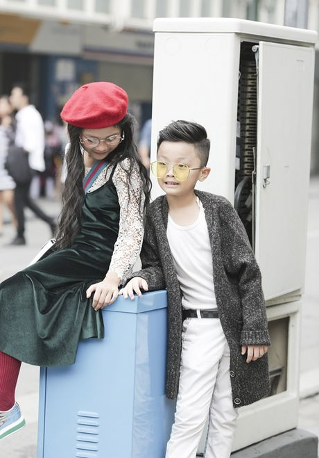 Hot girl nhi so 1 Ha thanh khoe street style chat lu - Anh 1