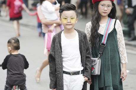 Hot girl nhi so 1 Ha thanh khoe street style chat lu - Anh 2