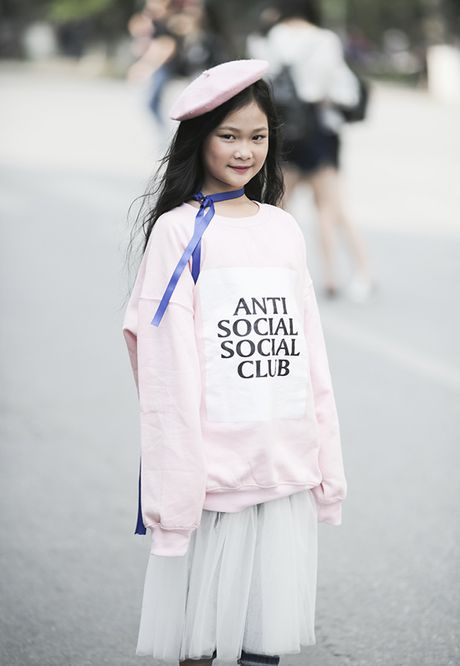 Hot girl nhi so 1 Ha thanh khoe street style chat lu - Anh 6