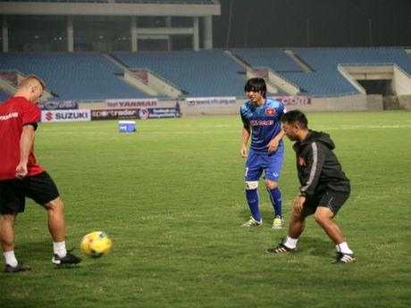 Tin HOT sang 6/11: Tuan Anh bo do buoi tap, AFF ca ngoi Cong Vinh - Anh 1