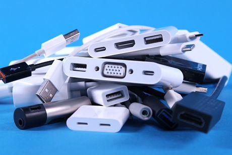Apple giam gia 'soc' mot loat USB-C dongle tu nay den cuoi nam - Anh 1