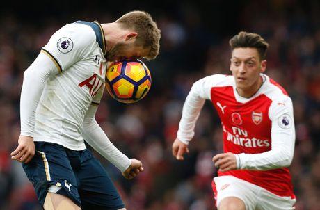 Arsenal lo ngoi dau bang sau tran hoa Tottenham - Anh 1