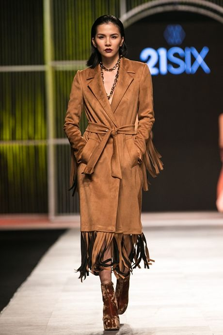 Mau Thuy first-face, Hoang Thuy vedette 'dot chay' san catwalk - Anh 13