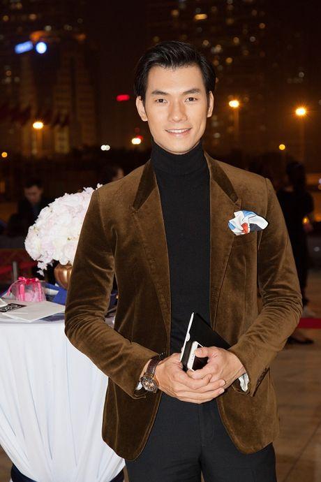 Vang Midu, Phan Thanh le bong tren tham do thoi trang o Ha Noi - Anh 10