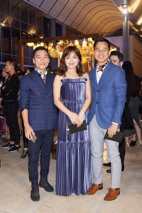 Vang Midu, Phan Thanh le bong tren tham do thoi trang o Ha Noi - Anh 12