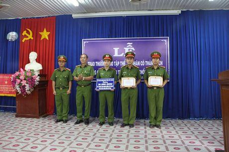 Khen thuong vu triet pha duong day ma tuy da do Ninh 'gia' cam dau - Anh 1