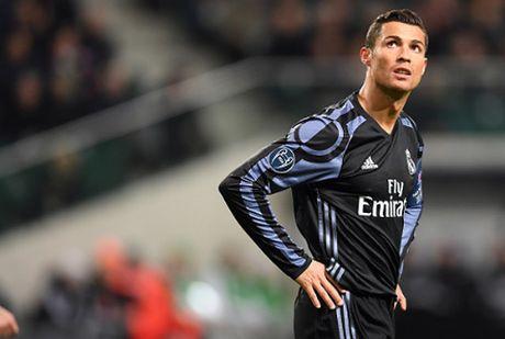 Giu Ronaldo toi nam 36 tuoi, Real co hoi han? - Anh 2