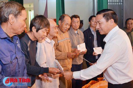 Pho Chu tich nuoc Dang Thi Ngoc Thinh tham nguoi dan vung lu Ha Tinh - Anh 11