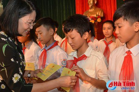 Pho Chu tich nuoc Dang Thi Ngoc Thinh tham nguoi dan vung lu Ha Tinh - Anh 12