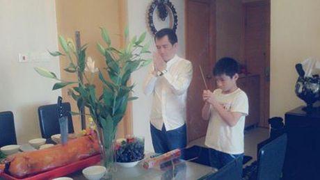49 ngay cua Minh Thuan: Con trai nuoi va gia dinh quay quan 'mai nho ve anh' - Anh 7