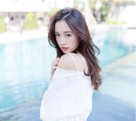 Jun Vu lot xac voi mai toc bach kim cung phong cach goi cam - Anh 1