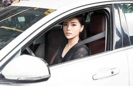 Hoa hau Ky Duyen khoe xe hop tien ti; ca si Hoai Lam khoe ban gai tin don - Anh 2