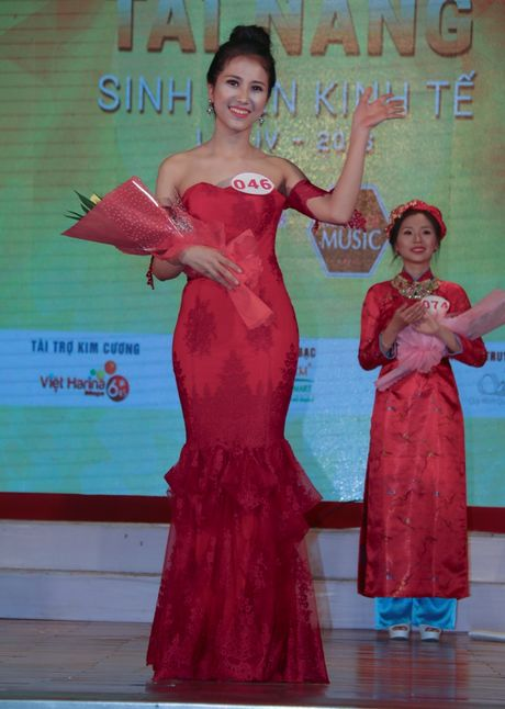Nu sinh vien Lao dat danh hieu A khoi DH Kinh te Da Nang - Anh 3