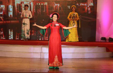 Nu sinh vien Lao dat danh hieu A khoi DH Kinh te Da Nang - Anh 9