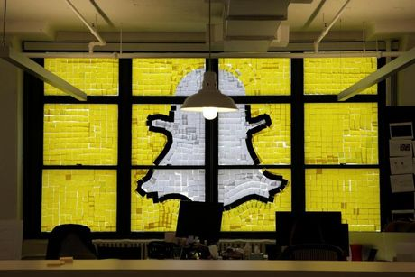 Google am tham 'bom' tien cho doi thu cua Facebook - Anh 1