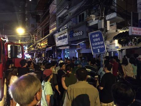 Chay nha o khu pho Tay tren duong Bui Vien, hang tram nguoi nhon nhao - Anh 2