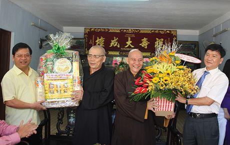 Duc Pho (Quang Ngai): Tham Ban Tri su Giao hoi Phat giao - Anh 1