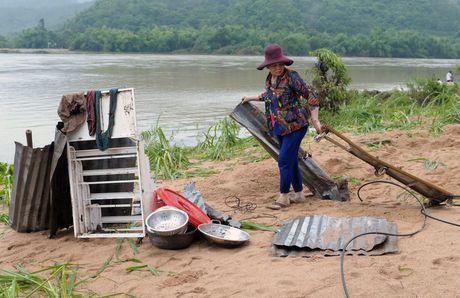 Canh do nat vung ron lu Phu Yen - Anh 6